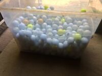 400 assorted golf balls