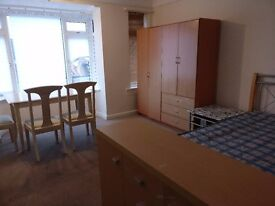 LARGE DOUBLE ROOM IN THE HEART OF WESTBOURNE. THE RENT IS INCLUSIVE OF ALL BILLS NO FEES NO REFS