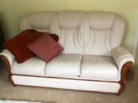 Cream leather three piece lounge suite in good condition