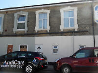 A lovely 2 bedroom flat located on Albert Road, Southsea near the train station, available 1st Sept