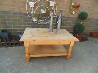 SOLID PINE FARMHOUSE COFFEE TABLE ABSOLUTELY STUNNING TABLE AND IN EXCELLENT CONDITION