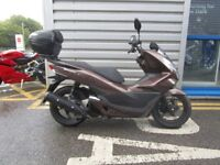 Honda PCX125 - fitted with top box!