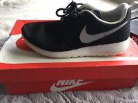 Size 5 black Nike roshe