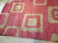 Shaggy pink/cream rug