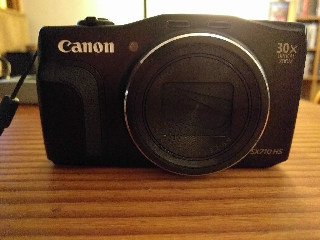 Canon Powershot SX710HS Digital Camera - Boxed as new. Includes £50 worth of extras.