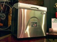 ICE CUBE MACHINE BY APPOLLO / POLAR. BRAND NEW. WAS ONLY USED 2 OR 3 TIMES. £230