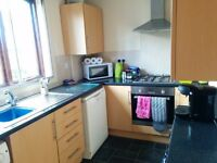 Lenton, Nottingham, Room to rent in 3 bed student house, £84pppw