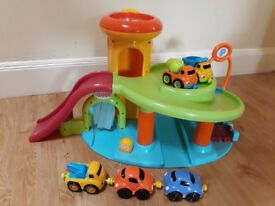 Vtech Toot Toot Drivers Garage with 5 Magnetic Cars/Trucks