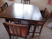 Older Style Extending Dining Room Table and 4 Chairs.