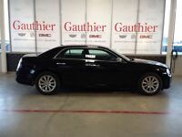 2014 Chrysler 300C Heated/Cooled Seats, Nav, Sunroof, Back Up Ca