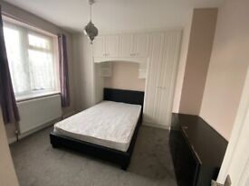 Room For rent Call 07889467862
