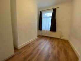 Spacious 2 Bed Ground Floor Flat Located In Ilford IG1