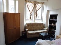1 Bedroom Flat in Dennistoun. Available Today. Move in straight away. Excellent location!