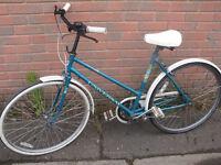 Universal La Riviera Ladies Town Bike