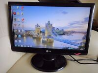 """LG 19"""" LCD Widescreen Monitor in Excellent Condition"""