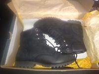 Ladies Caterpillar Boots (6)