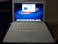 "Apple MacBook 13"" Core 2 Duo 2.16Ghz 2GB 120GB White Mid-2007 MB062 A1181"