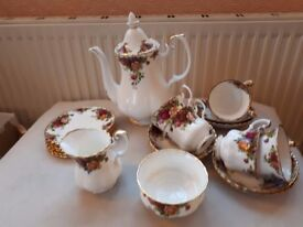 ROYAL ALBERT. OLD COUNTRY ROSES. 21 PIECE COFFEE SET. LARGE COFFEE POT.