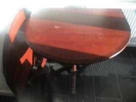 Extendable oval mahogany wood dining table 200cm x 100cm in good condition