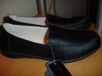 Ladies Black Leather Shoes size 7---Brand New with Tags