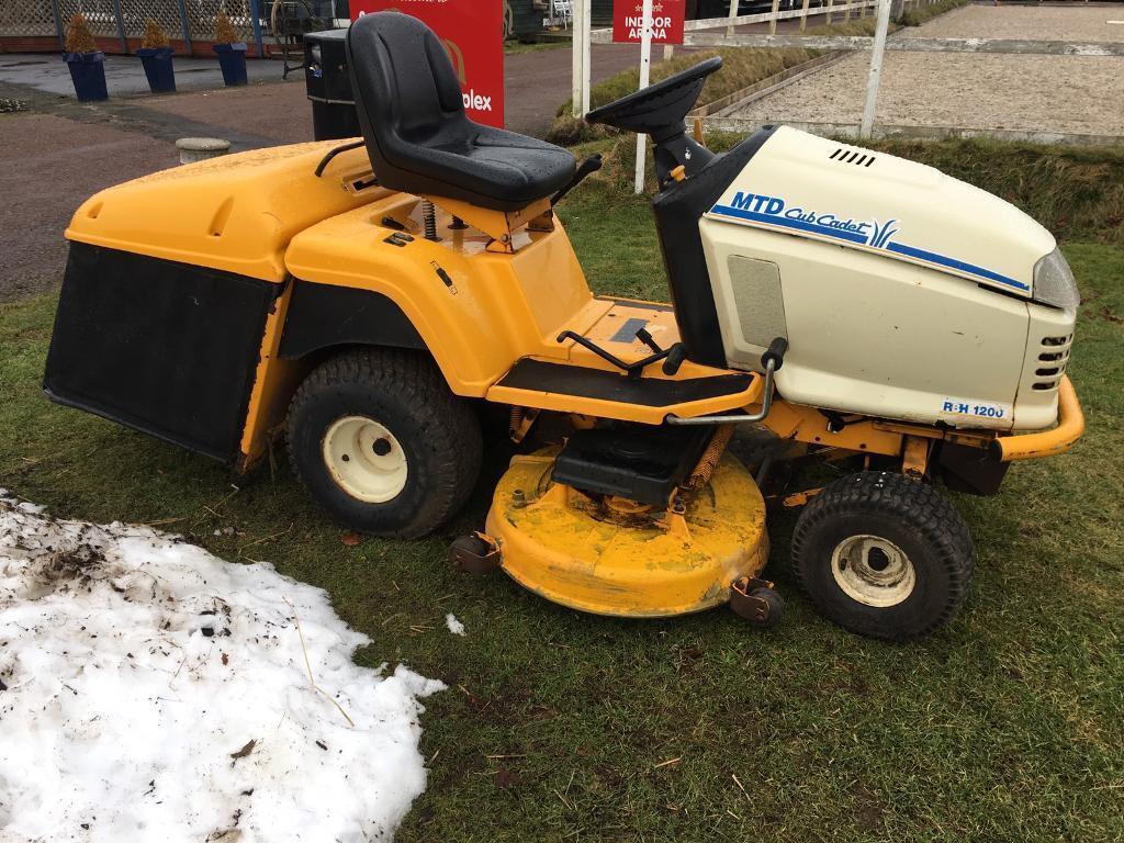 Big ride on mower sit on lawn tractor garden lawnmower | in Lanark ...