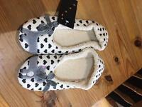 Ladies cat slippers size 7-8 BRAND NEW