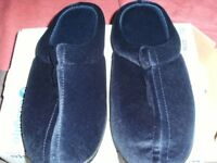 MEMORY FOAM SLIPPERS (New & Boxed)