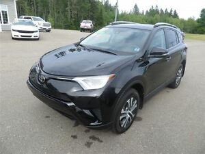 2017 Toyota RAV4 LE AWD, HTD SEATS, BACK UP CAMERA, LANE ASSIST!