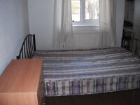 DOUBLE ROOM IN CLAPHAM - £700 PCM - ALL BILLS