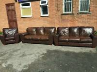 Cute brown leather 3 piece sofa suite .3 3 1. good used condition.can deliver