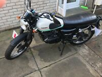 SINNIS RETROSTAR 125cc MOTOR BIKE