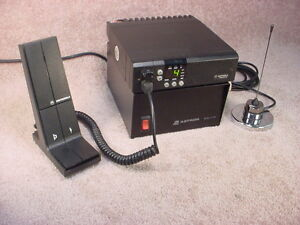 MOTOROLA UHF BASE STATION c/w Power Supply, Mic & Antenna