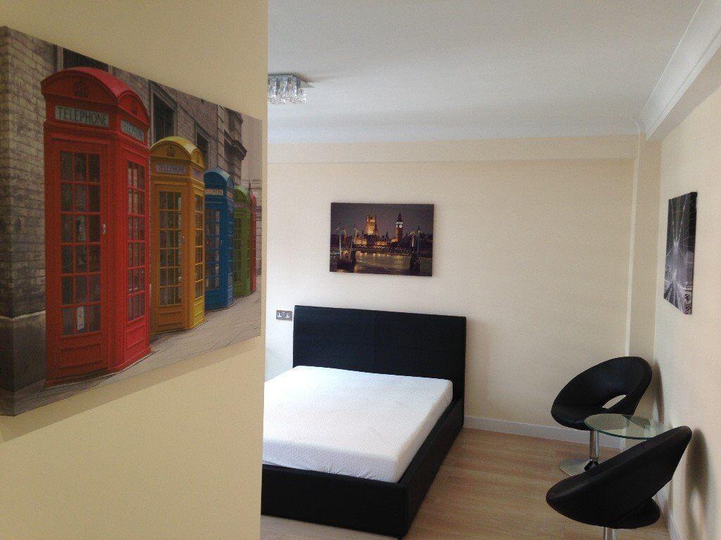 A modern newly refurbished studio flat in Park