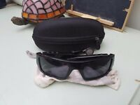 Oakley monsters MP3 sunglasses .absolutely fantastic sunglasses comes with Case clot