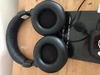 Wireless headset use on most consoles or pc/mac venom brand fully workd