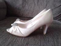 Bridal shoes. Ivory satin with diamante decoration. Size 6