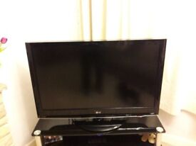 LG42LH3000 tv with stand, 1080resolution, excellent picture quality