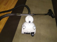 Bagless vacuum cleaner in excellent condition