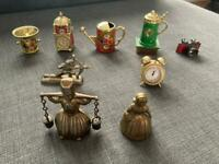 Bundle of coloured/uncoloured brass items and not only