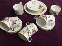 Royal Worcester Fine Bone China, 22 Piece Autumn Gold, in lovely condition