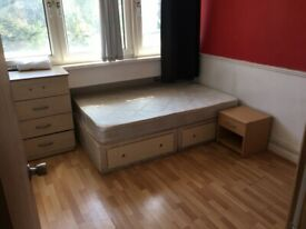 Nice 3 Bedroom Flat near Bethnal Green, London E2.