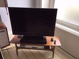 "SONY HD 40"" TV & Denon DHT-T110 BLUETOOTH SOUNDBAR"