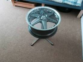 Alloy wheel table