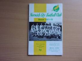 NORWICH CITY VS. HULL CITY. 1972 FA CUP THIRD ROUND FOOTBALL PROGRAMME WITH THE LEAGUE REVIEW.