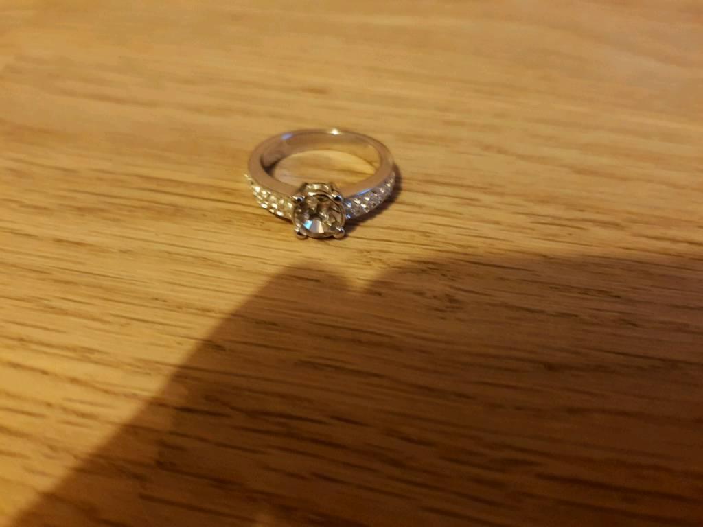 Swarkovsky ring size 55 medium