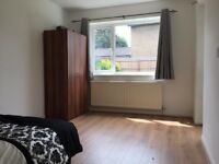 Fantastic House Share in Far Cotton - Large DOUBLE ROOM in a shared house