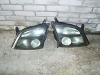 2 FRONT HEAD LIGHTS VECTRA 2004 £40 the pair