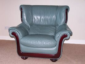 Leather settee & armchairs.