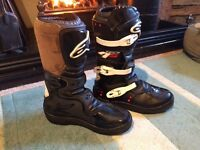 Alpinestar Tech 4s size 5 motorcross boots finished with a brown suade