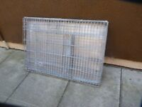LARGE DOG CAGE, INNER STEEL TRAY, EXCELLENT CONDITION, BARGAIN £35, CAN DELIVER